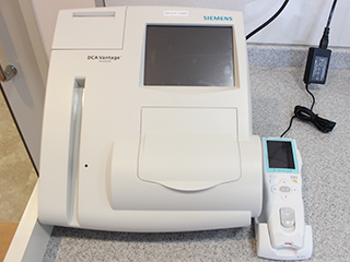 HbA1c(ヘモグロビンA1c)、尿中アルブミン尿の迅速検査機器